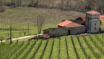 Fabbricati rurali: domande entro il 30 giugno 2012