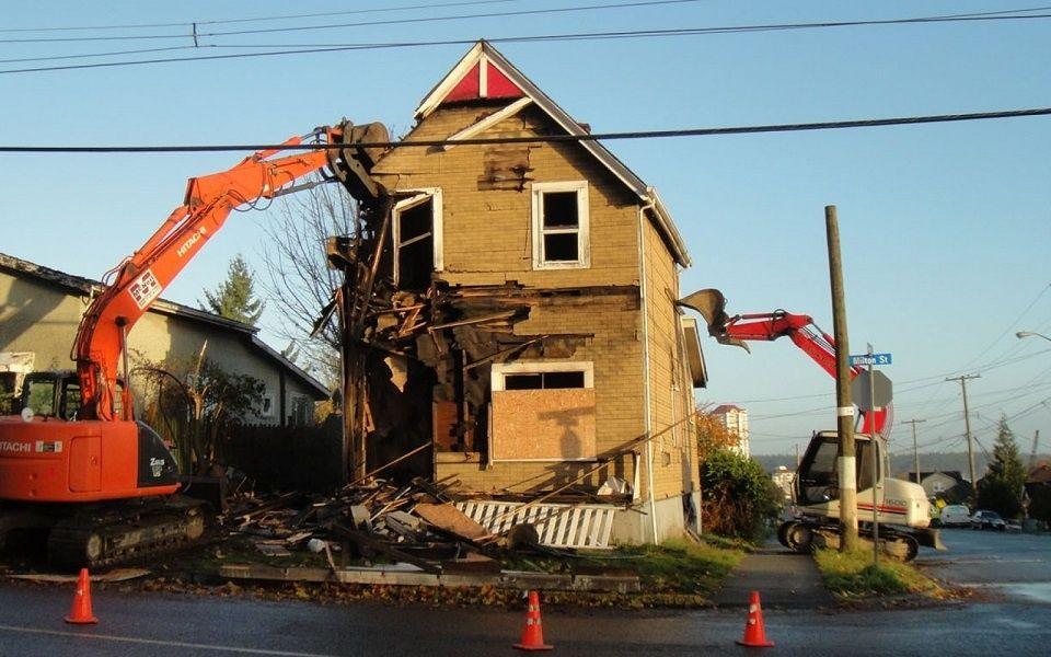 Demolizioni e ricostruzioni di ruderi scia o permesso di for Case legno senza permesso