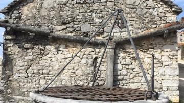 Distanze da pozzi, cisterne, fosse e tubi: norme ed eccezioni