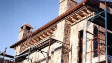 Ristrutturazione o ricostruzione? Regole differenti rispetto agli edifici contigui