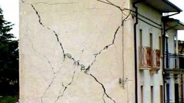 Di chi e' la responsabilita' civile per i danni causati dalla rovina di un edificio?