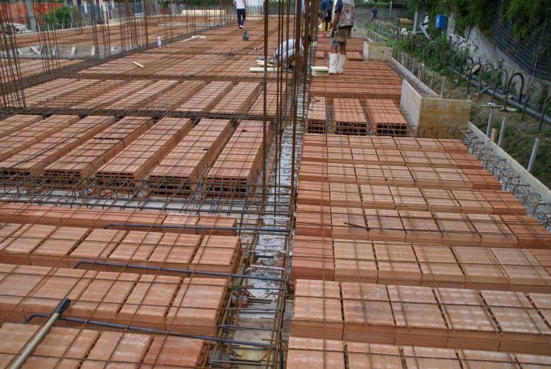 Un sistema di fondazioni sotto il solaio del piano terra for Piano di costruzione dell edificio
