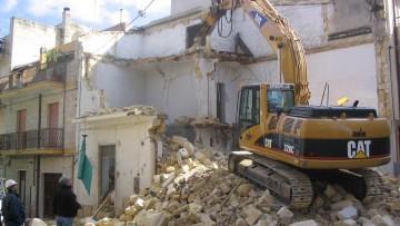 Demolizione e ricostruzione: quando è sufficiente la Scia?