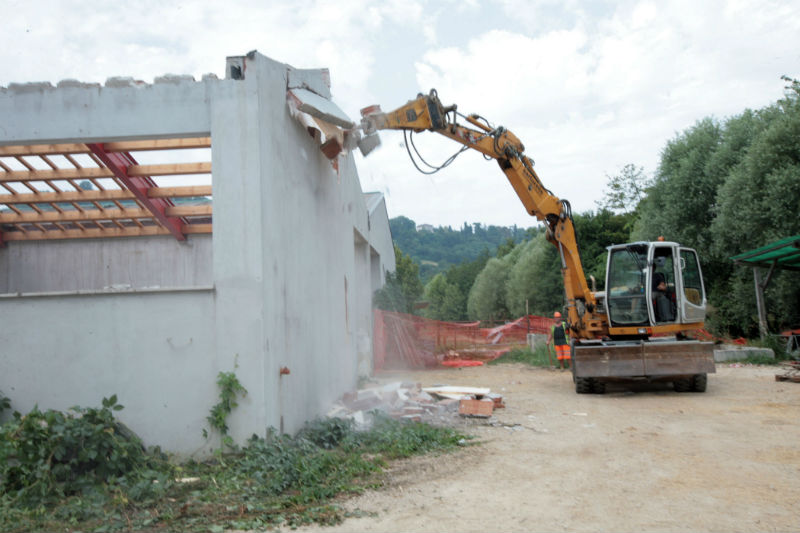 abuso edilizio in area vincolata