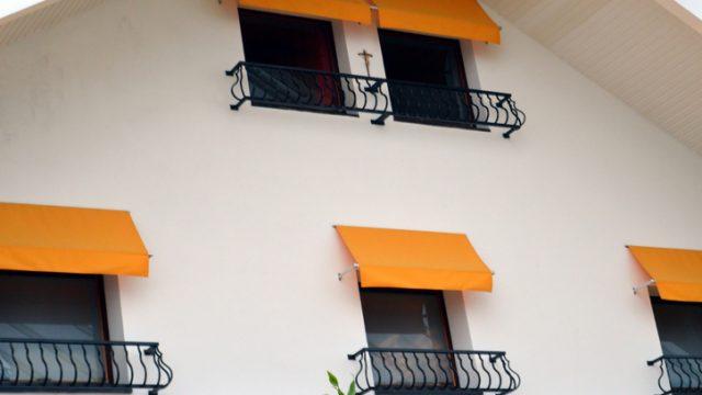 Alle tende da sole si applicano le norme sulle distanze dalle costruzioni, quasi sempre