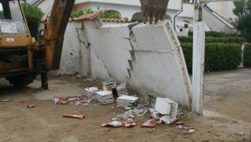 Abusi edilizi: è giusto intervenire dopo 32 anni?