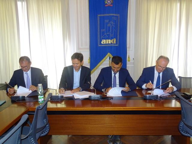 La firma dell'accordo con il presidente dell'Anci Decaro da parte dei referenti Fpc, Cngegl e Cipag.