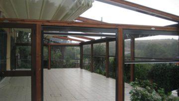 Ristrutturazioni: che titolo abitativo serve per installare una tettoia di legno sul terrazzo?