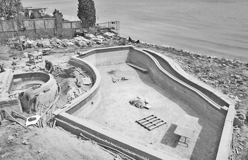 Realizzazione vasca in calcestruzzo armato per interro piscina con rialzo artificiale del terreno