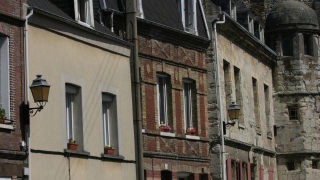 Distanze tra edifici: muri di contenimento e muri di cinta