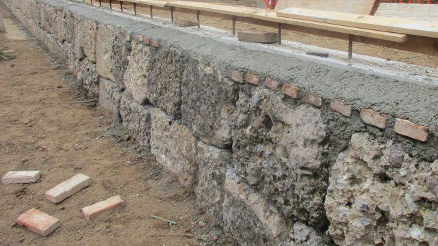 Rapporti di vicinato: il muro di cinta